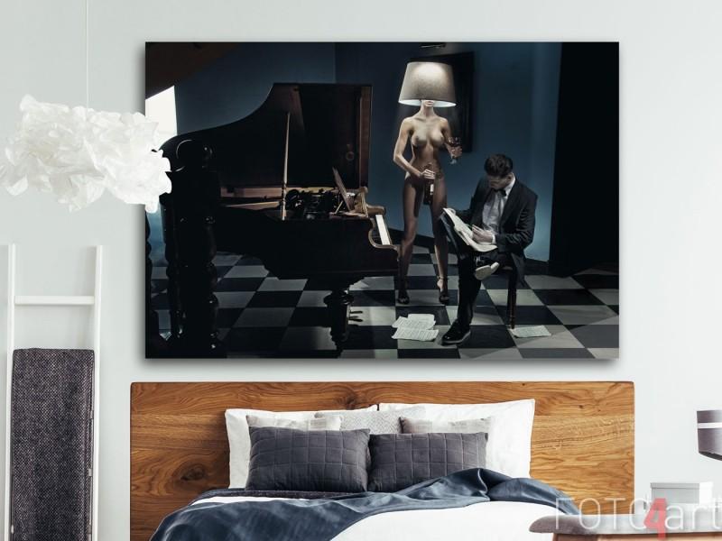 Fotokunst op plexiglas - Naakte vrouw als een lamp