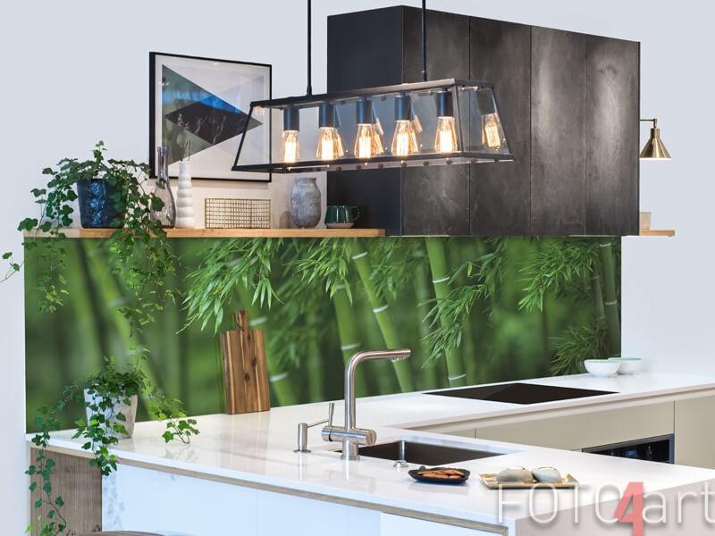 Glazen keukenachterwand met bamboe